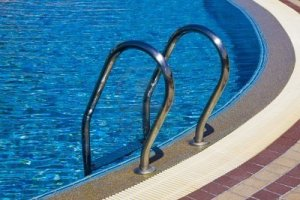 7495082-swimming-pool